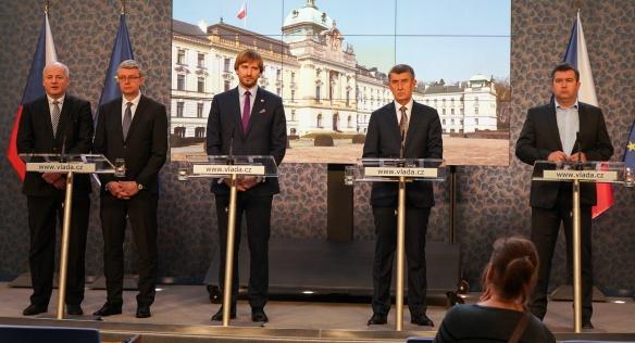 Premiér Andrej Babiš na tiskové konferenci oznámil další rozšíření preventivních opatření proti šíření koronaviru, 10. března 2020.
