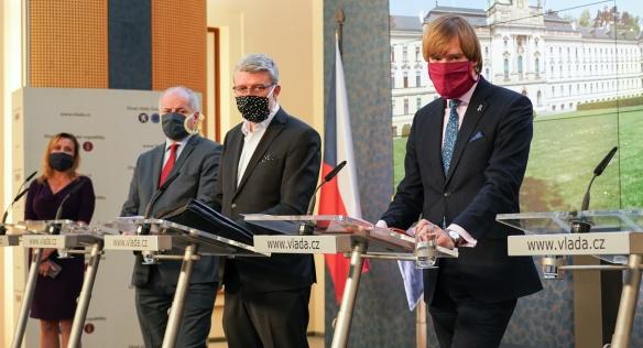 Vláda se na jednání opět zabývala opatřeními pro boj proti koronaviru, 6. dubna 2020.