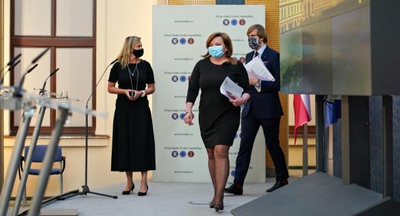 Vláda se na jednání opět zabývala opatřeními pro boj proti koronaviru, 20. dubna 2020.