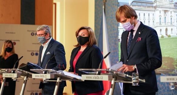 Vláda se na jednání opět zabývala bojem proti koronaviru, 4. května 2020.