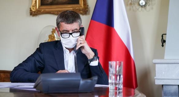 Andrej Babiš telefonuje s Mikem Pompeem, 6. května 2020.