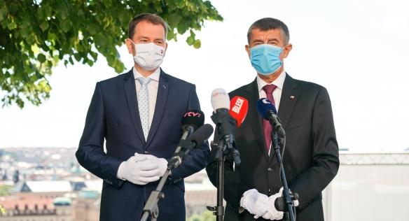 Český premiér Andrej Babiš a předseda vlády Slovenské republiky Igor Matovič oznámili opětovné otevření společných hranic obou států, 3. června 2020.
