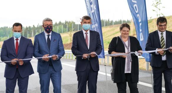 Premiér Andrej Babiš slavnostně otevřel nový obchvat na úseku Trstěnice-Drmoul, 4. června 2020.