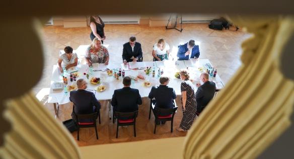 Premiér Andrej Babiš s ministryní Klárou Dostálovou řešili s vedením Terezína možnosti záchrany dalších památek v pevnosti, 31. července 2020.