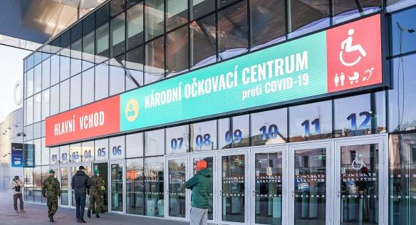 Premiér Andrej Babiš okomentoval zkušební provoz Národního očkovacího centra, 9. dubna 2021.