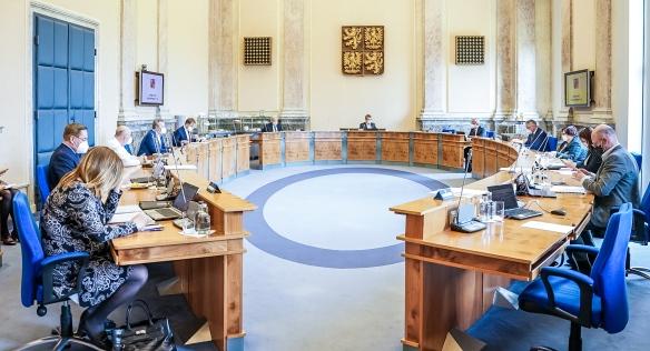 Jednání vlády se jako tradičně uskutečnilo ve Strakově akademii, 3. května 2021.