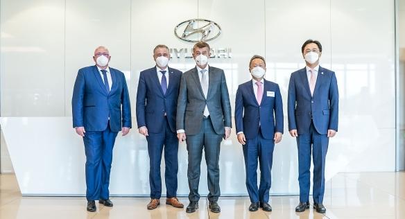 Předseda vlády se zástupci automobilky Hyundai, 1. června 2021.