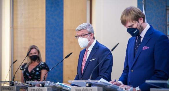 Na tiskové konferenci po jednání vlády vystoupili vicepremiér Karel Havlíček a ministr zdravotnictví Adam Vojtěch, 26. července 2021.
