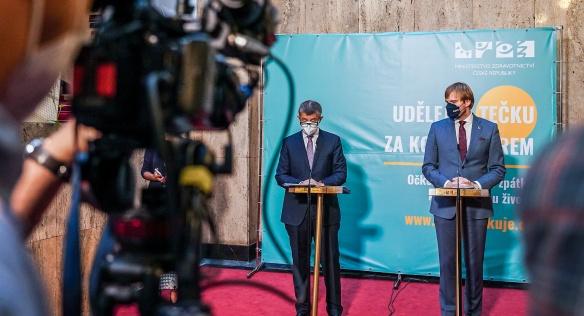 Premiér Andrej Babiš a ministr zdravotnictví Adam Vojtěch na tiskové konferenci po mimořádném jednání vlády, 30. července 2021.