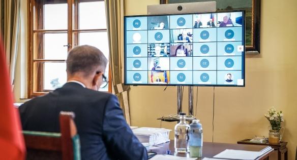 Předseda vlády Andrej Babiš během videkonferenčního zasedání tripartity, 20. září 2021.