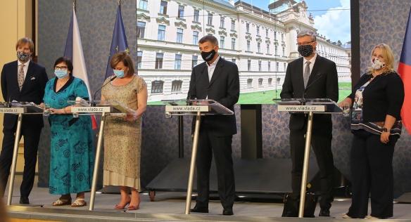 Členové vlády na tiskové konferenci informovali mimo jiné o zřízení Rady vlády pro zdravotní rizika, 27. července 2020.