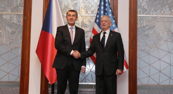 Prime Minister Andrej Babiš with US Secretary of Defense James Mattis at the Straka Academy, 28 October 2018.