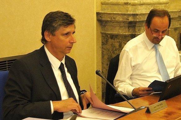 Jednání vlády. Zleva: premiér Jan Fischer a ministr zahraničních věcí Jan Kohout